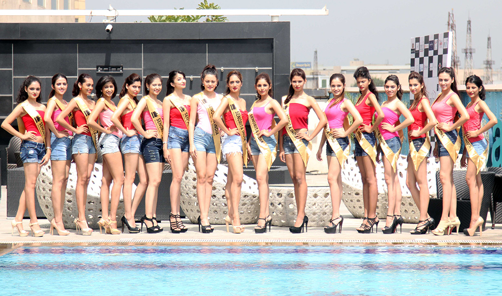 contestants-at-the-grand-unvieling-of-the-glamorous-crowns-of-senorita-india-2016-beauty-pageant-6
