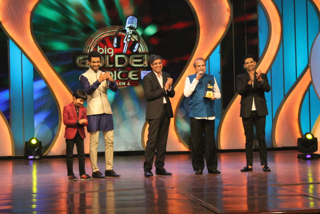(L-R) Child actor Nihar Gite, RJ Dhanveer,  Mr. Tarun Katial, CEO, RBNL, Classic singer Suresh Wadkar, Actor Ankit Bhatla at the grand finale of Benadryl BIG Golden Voice Season 4