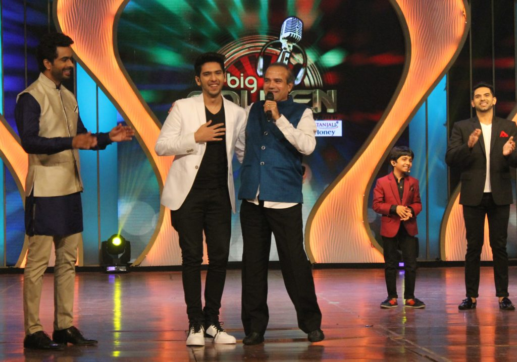 Singer Armaan Malik with classic singer Suresh Wadkar at the grand finale of Benadryl BIG Golden Voice Season 4
