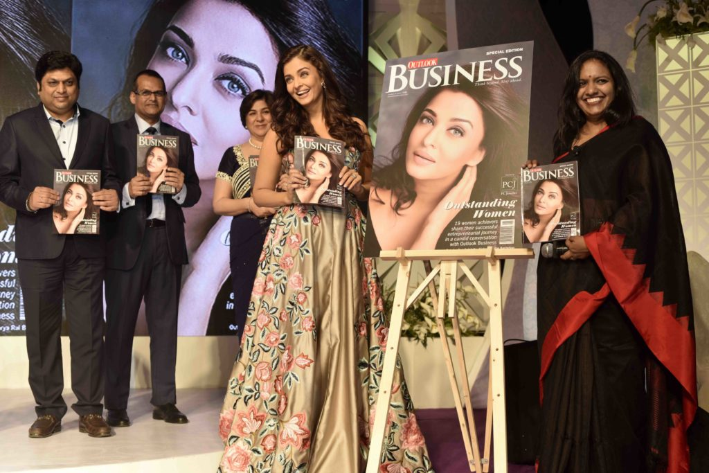 aishwarya-rai-bachchan-n-mahalakshmi-editor-outlook-business-launching-outlook-cover-at-the-2nd-outlook-business-outstanding-women-awards-4