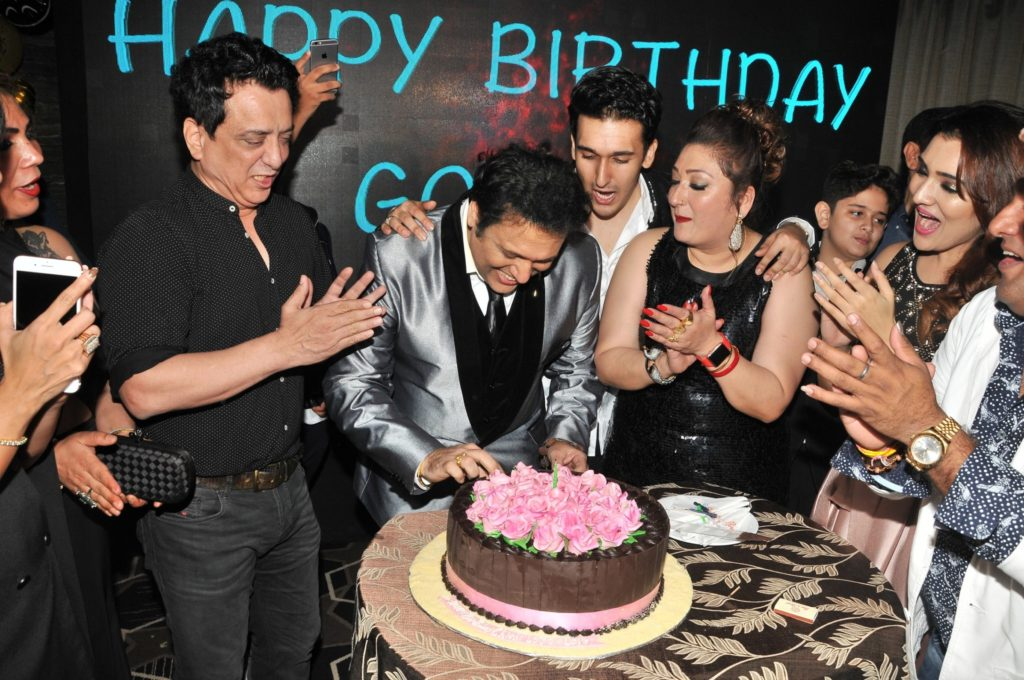 11-govinda-cleebrating-his-birthday-with-family-and-sajid-nadiadwala-dsc_9962