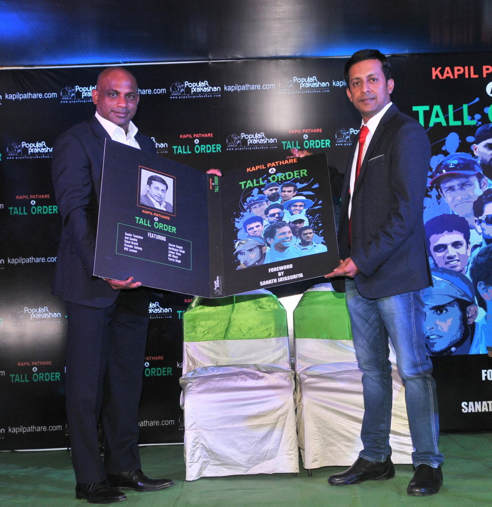 3-sanath-jayasuriya-unveiling-the-book-along-with-kapil-pathare
