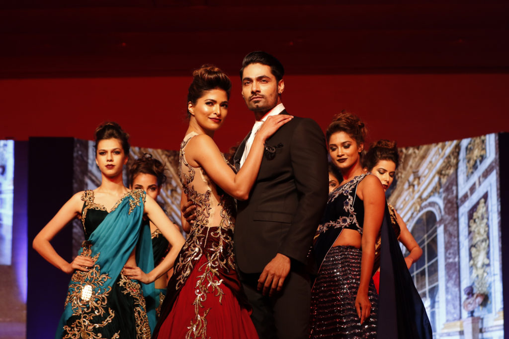 19-models-displaying-designer-archana-kochar-collection-_ap_1137