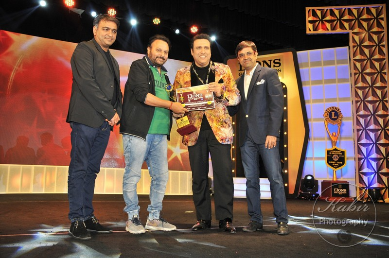 37-govinda-receiving-award-from-anil-sharma-dsc_2413