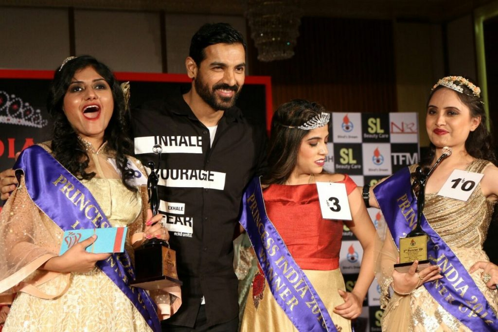 John Abraham,Bhagyashree,Subhash Ghai & Amyra Dastur Attends Princess India (14)
