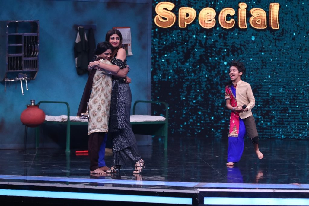 Shilpa Shetty pays the ultimate honor to a choreographer on